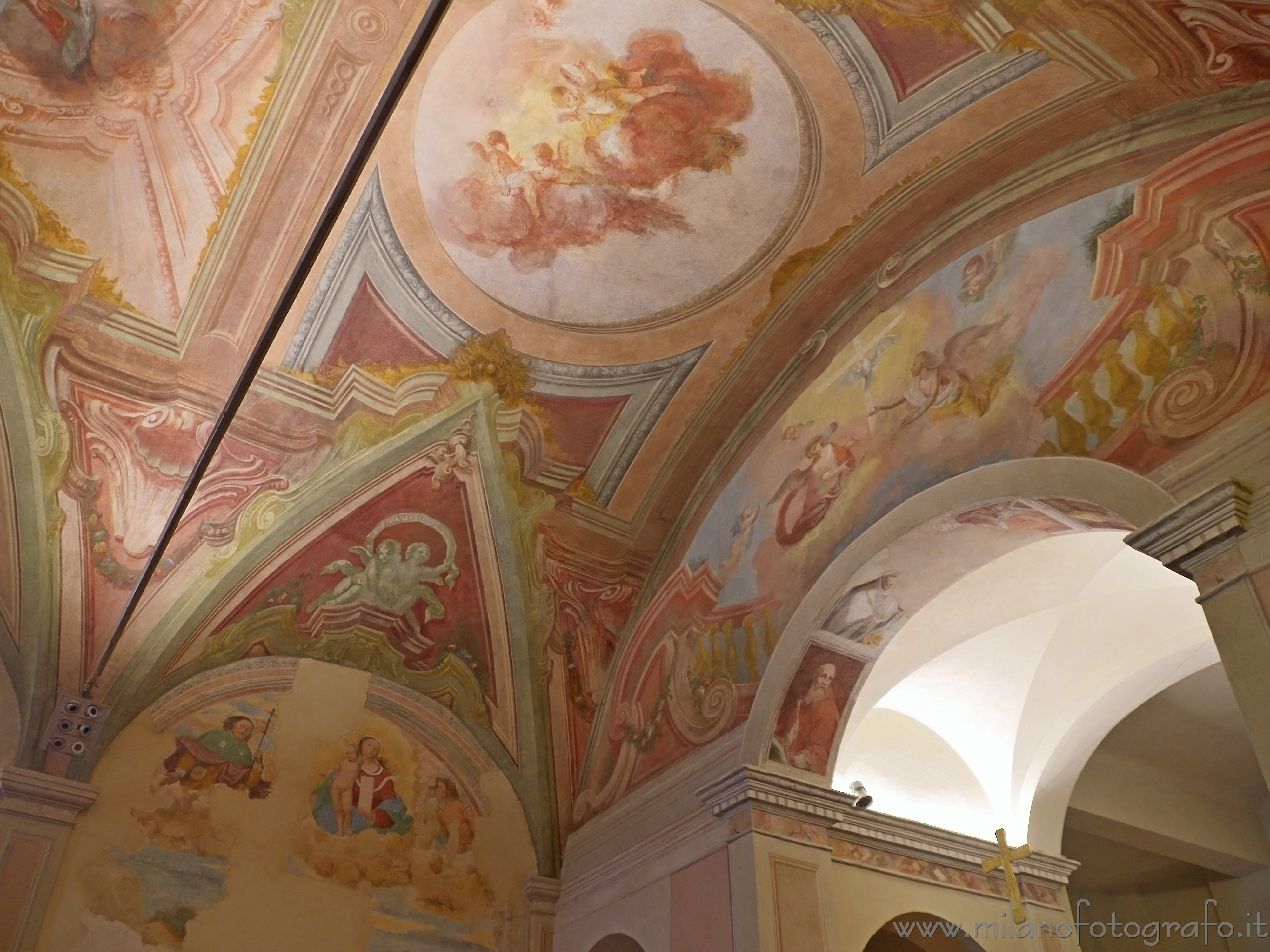 Milan (Italy): Ceiling of the Ortica Sanctuary decorated with frescos - Milan (Italy)