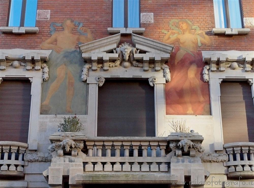 Facciata Della Casa Meregalli In Via Mozart Milano