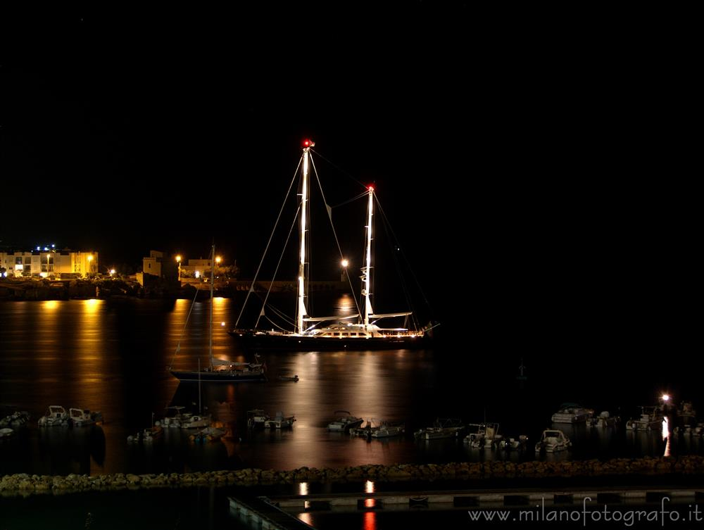 Otranto (Lecce, Italy) - Ship in the harbour by night