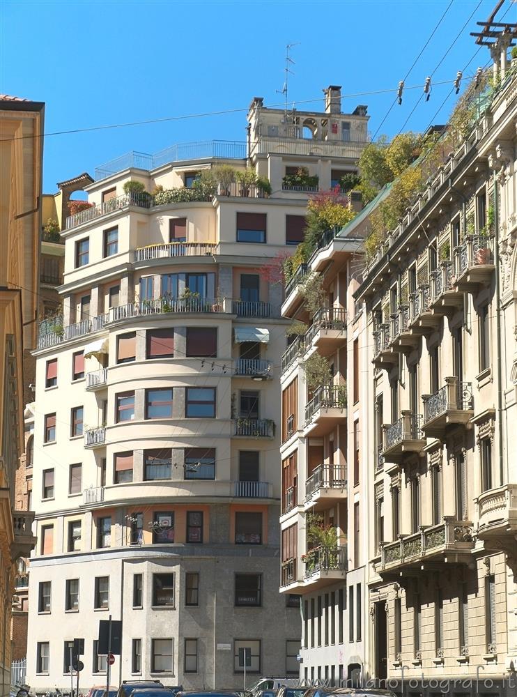 bella architettura moderna a milano milano