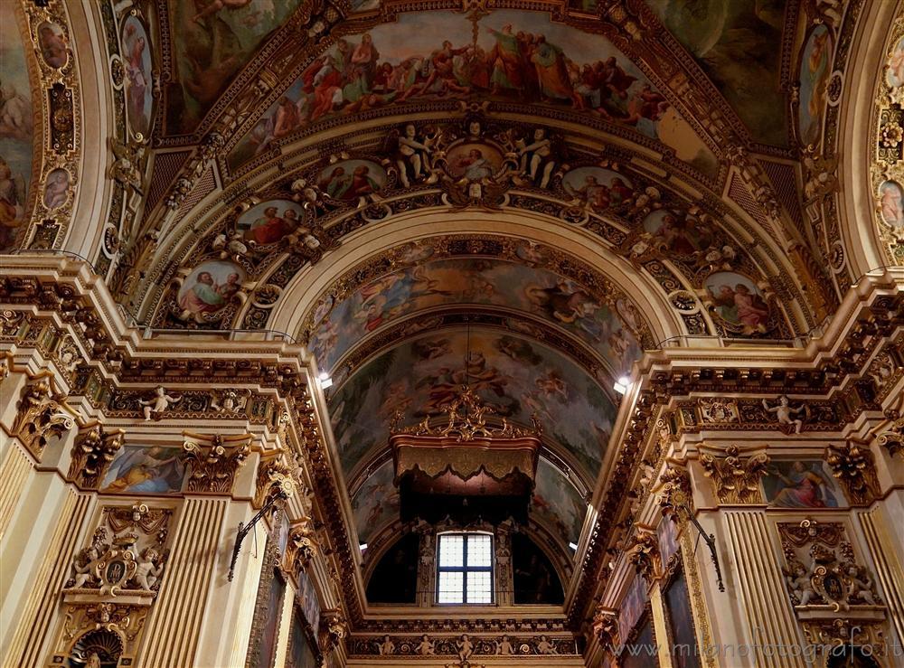 Dettaglio all 39 interno di sant antonio abate milano for Arredo bimbo sant antonio abate