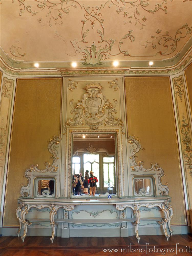 Arcore (Monza e Brianza, Italy) - Mirror in the dining room of Villa Borromeo d'Adda