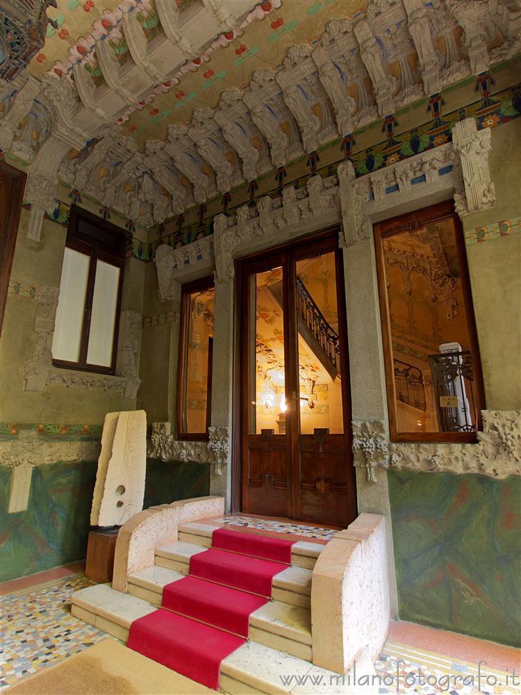 Entrata della scala sinistra di casa campanini milano - Entrata di casa ...