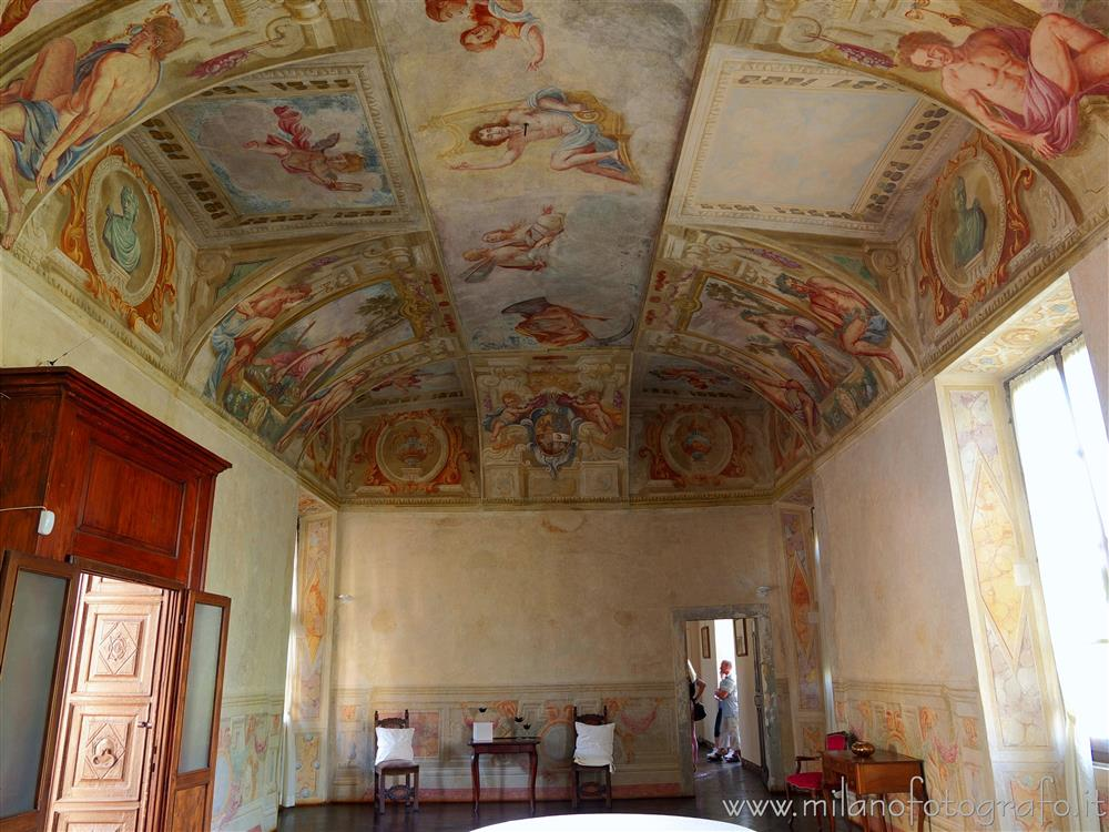 Cavernago (Bergamo, Italy) - Frescoed hall in the Castle of Cavernago
