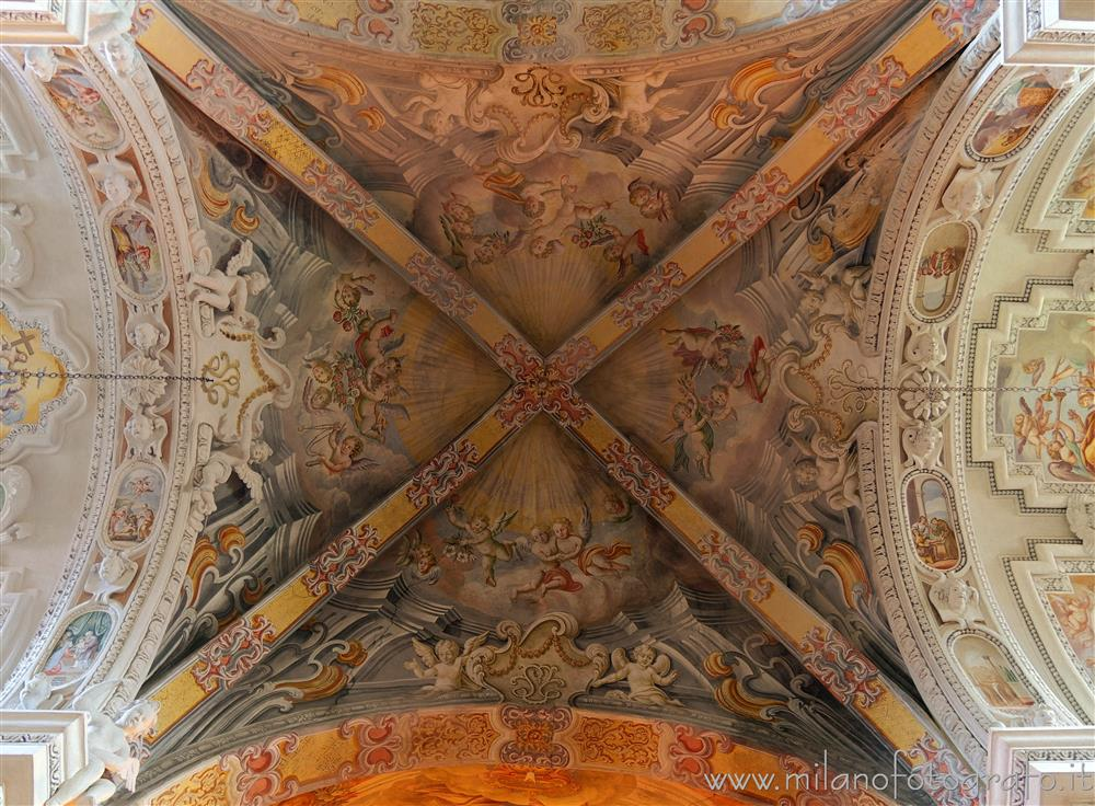 Badia di Dulzago (Novara, Italy) - Frescoed vault of the central span of the Church of San Giulio of the Badia of Dulzago