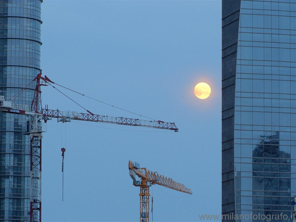 Milan (Italy) - The moon behind the new skyscrapers in Garibaldi