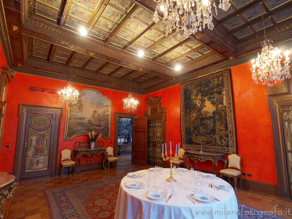 Milan (Italy) - Residenza Vignale - red hall