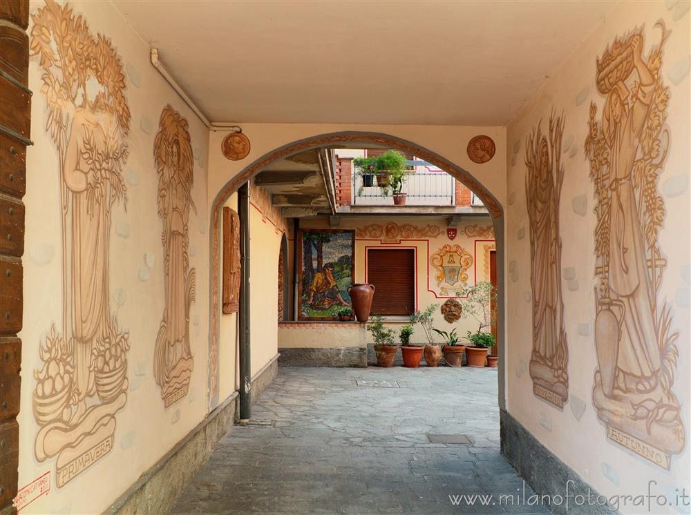 Oggiono (Lecco, Italy) - Court of a house of the town