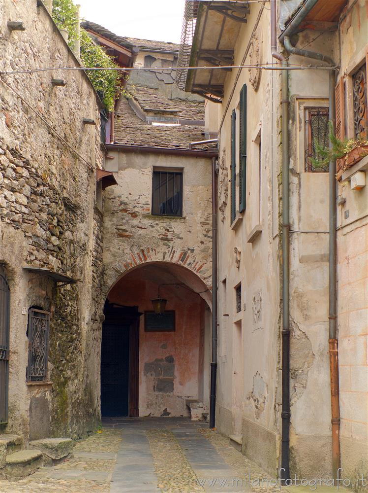 Orta San Giulio (Novara, Italy) - Archway between the old houses of the Island of San Giulio