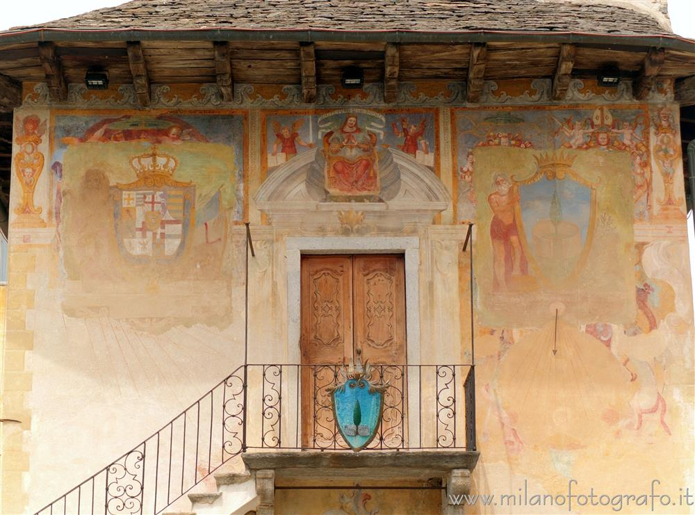 Orta San Giulio (Novara, Italy) - Frescoed wall of the Palace of the Community