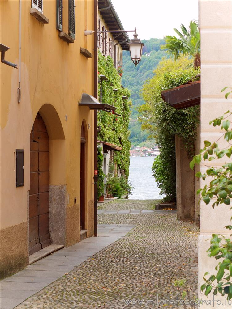 Orta San Giulio (Novara, Italy) - Alley toward the lake