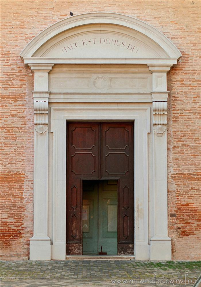 Santarcangelo di Romagna (Rimini, Italy) - Entrance door of the Church of the Blessed Virgin of the Rosary