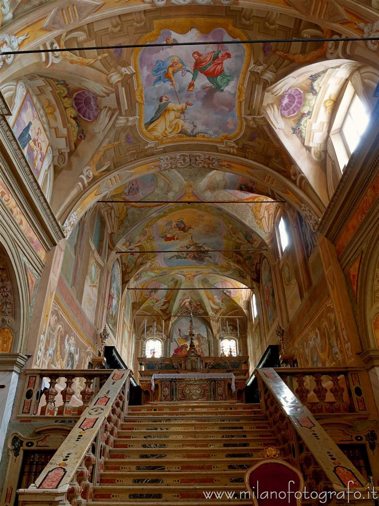 Soncino (Cremona, Italy) - Staircase of the presbytery of the Church of San Giacomo