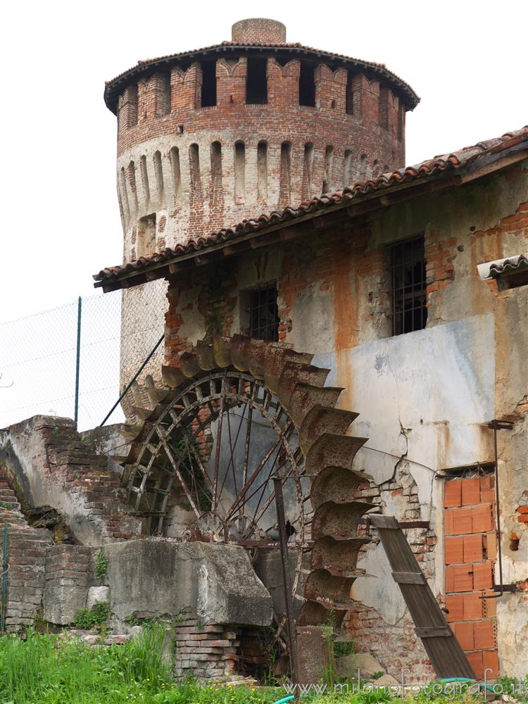 Soncino (Cremona, Italy) - Ancient mill and one of the towers of the Fortess of Soncino