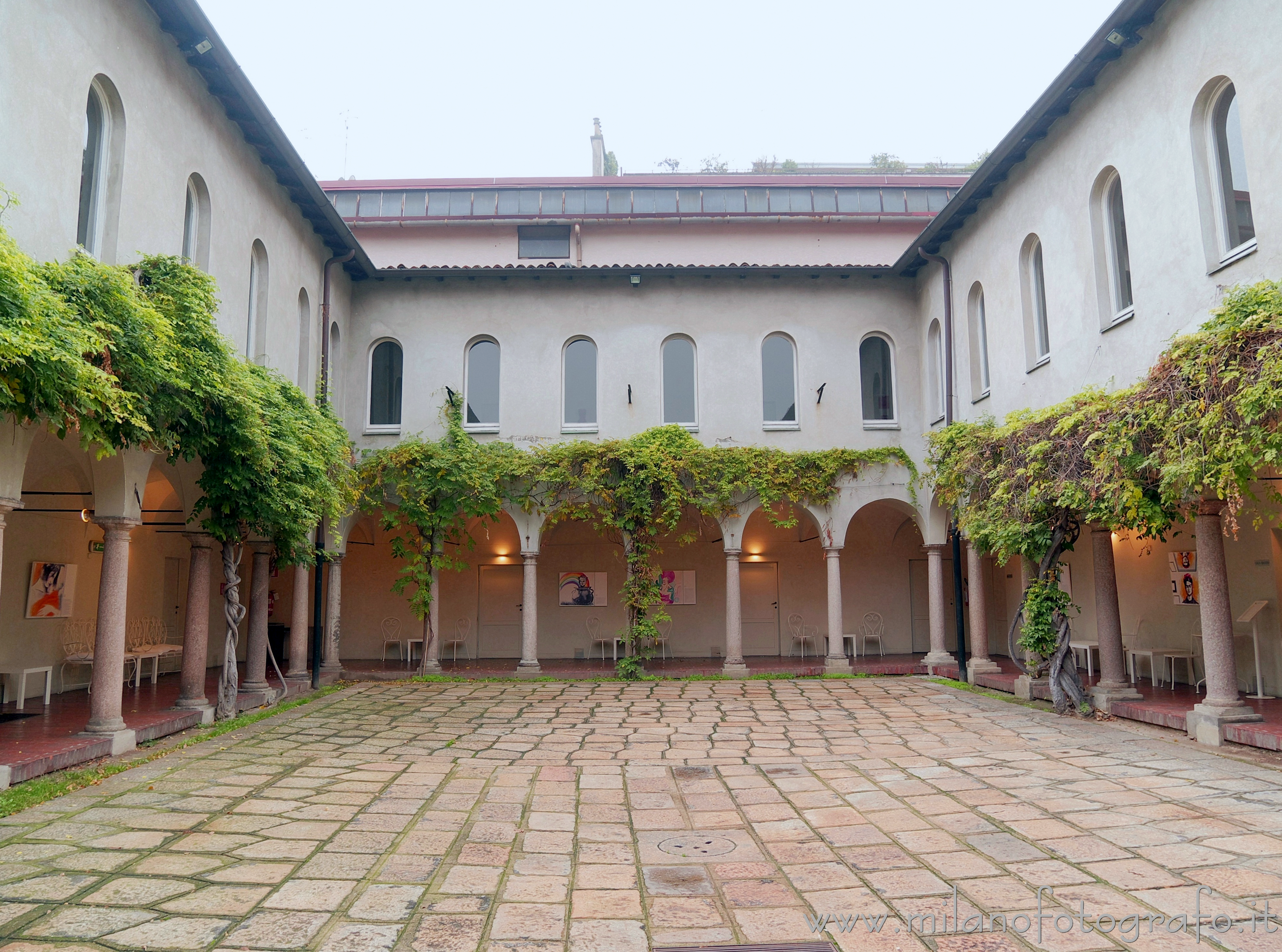Milan (Italy): One of the Cloisters of the Umanitaria - Milan (Italy)