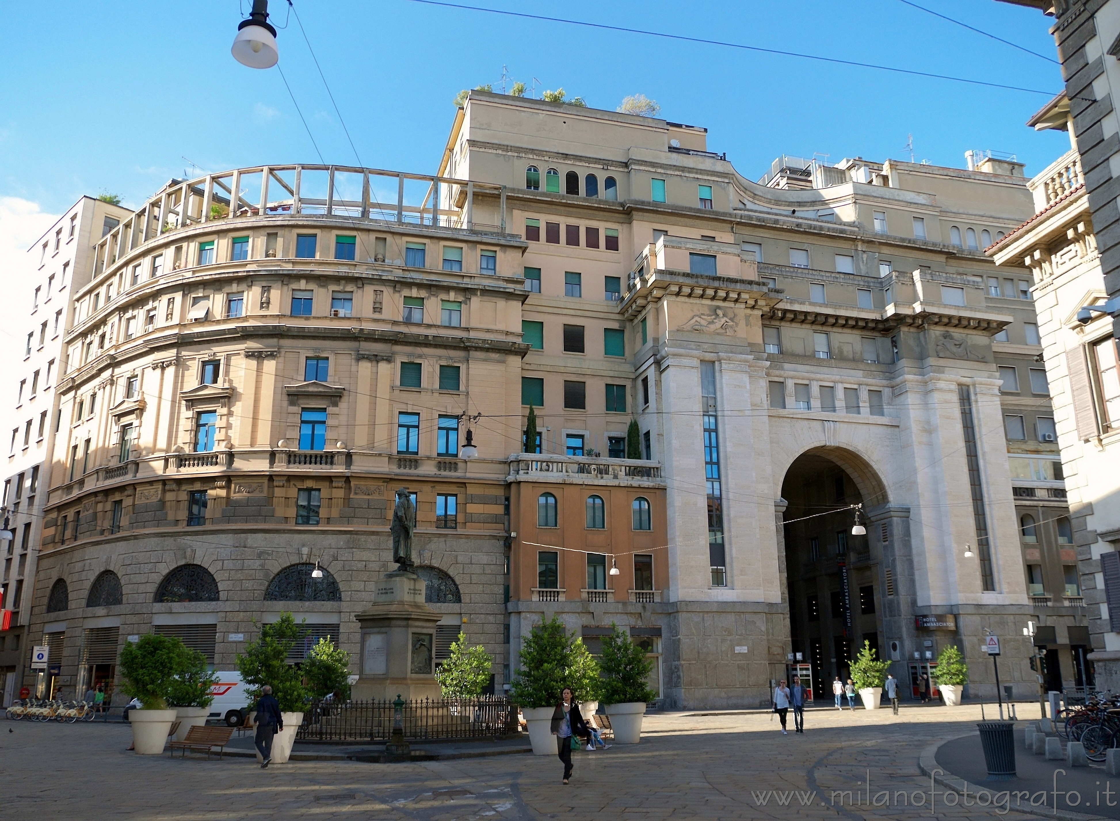 Milan (Italy): Elegant building complex in the center - Milan (Italy)
