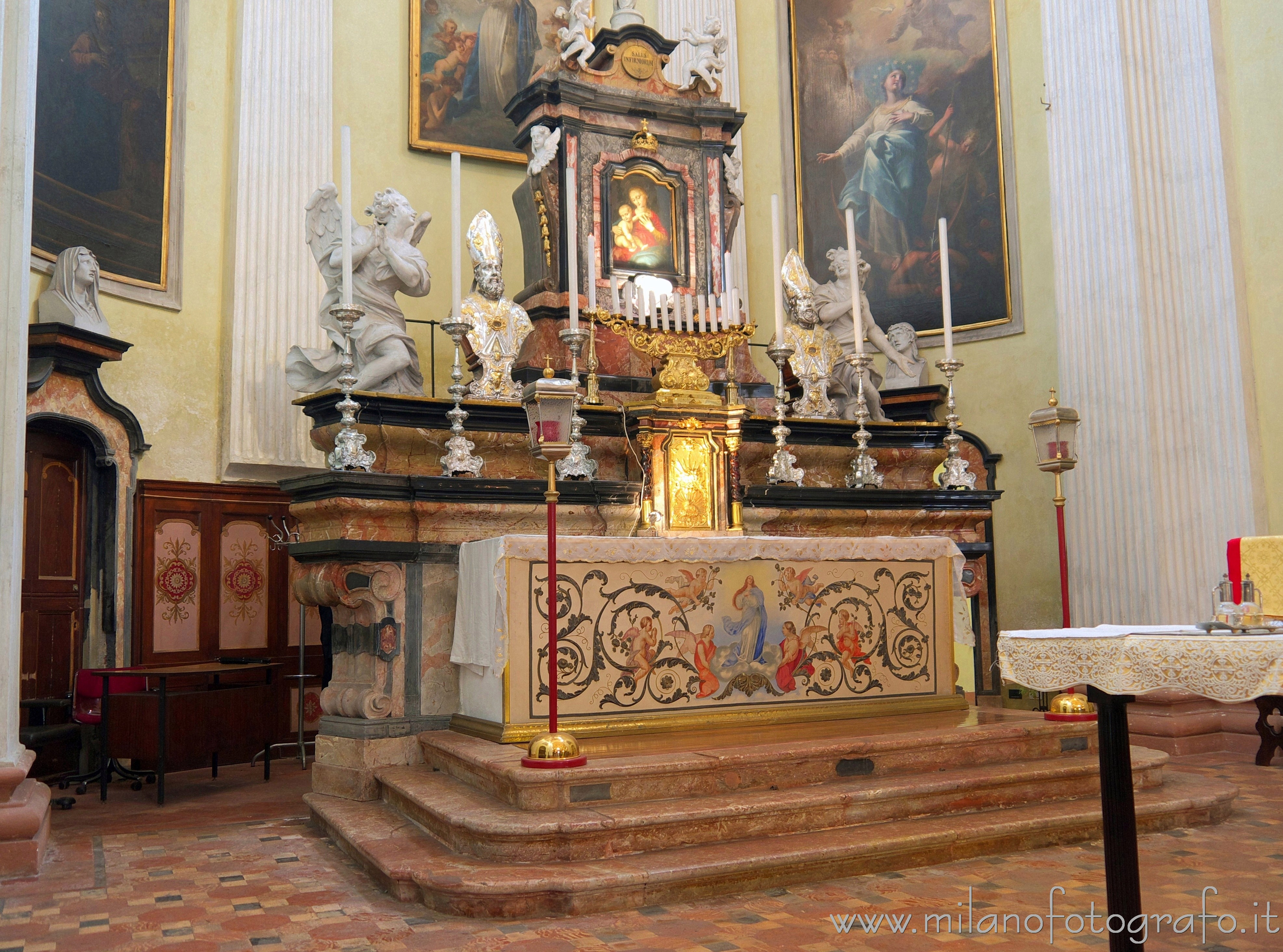Milan (Italy): Main altar of the Church of Saint Mary of the Healthcare - Milan (Italy)