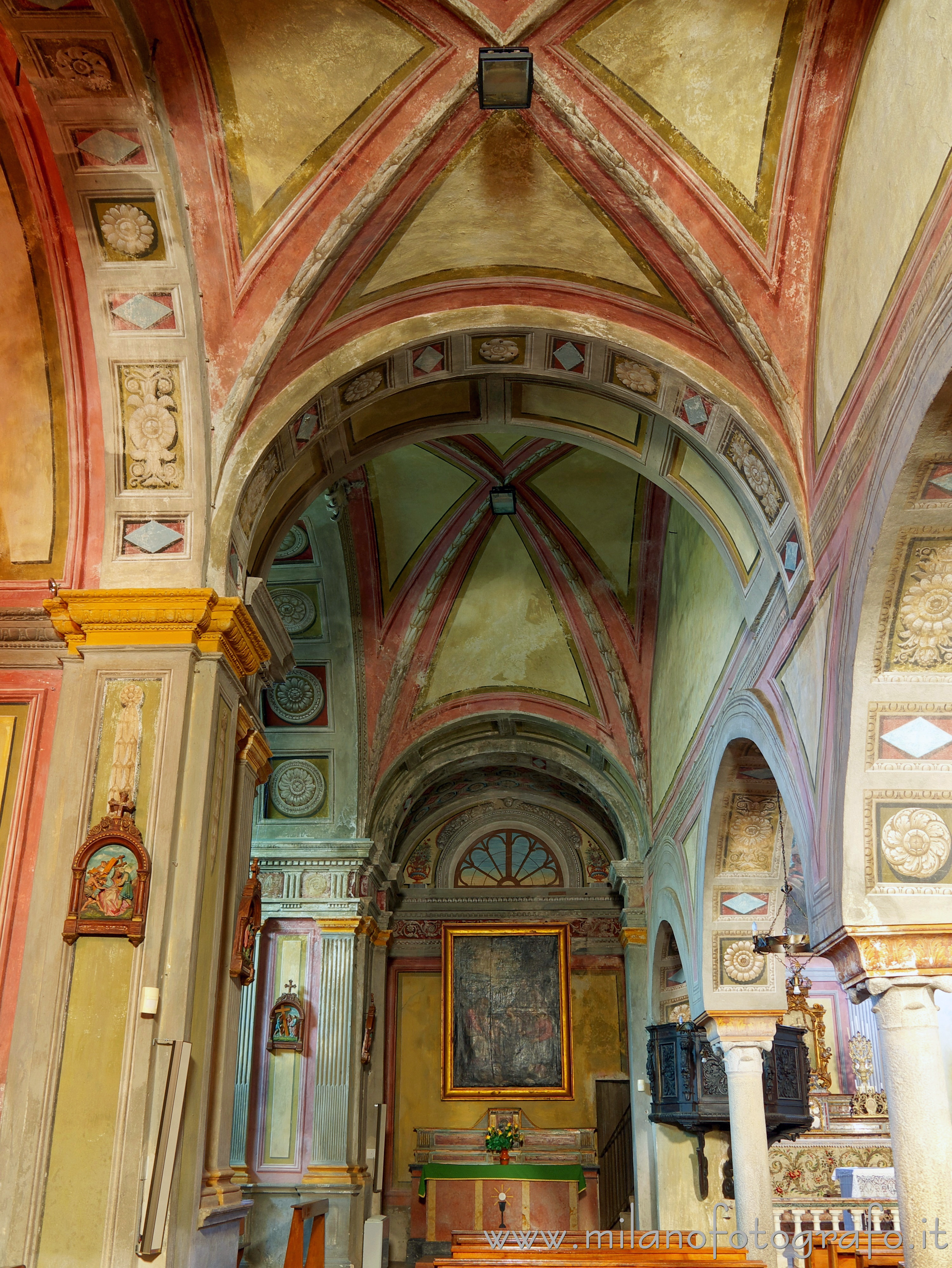 Candelo (Biella, Italy): Left aisle of the Church of Santa Maria Maggiore - Candelo (Biella, Italy)