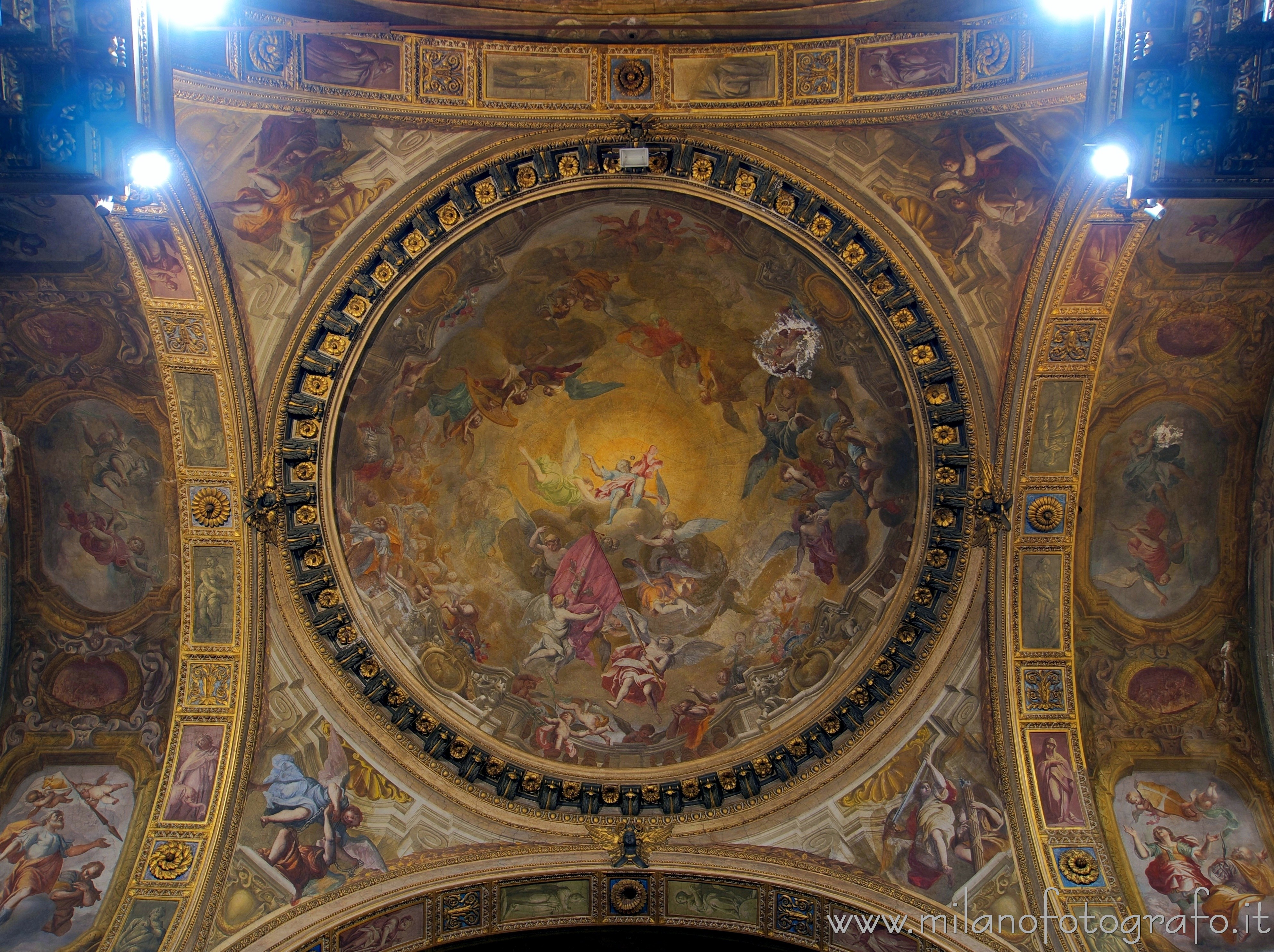 Milan (Italy): Dome of the presbytery of the Church of Sant'Alessandro in Zebedia - Milan (Italy)