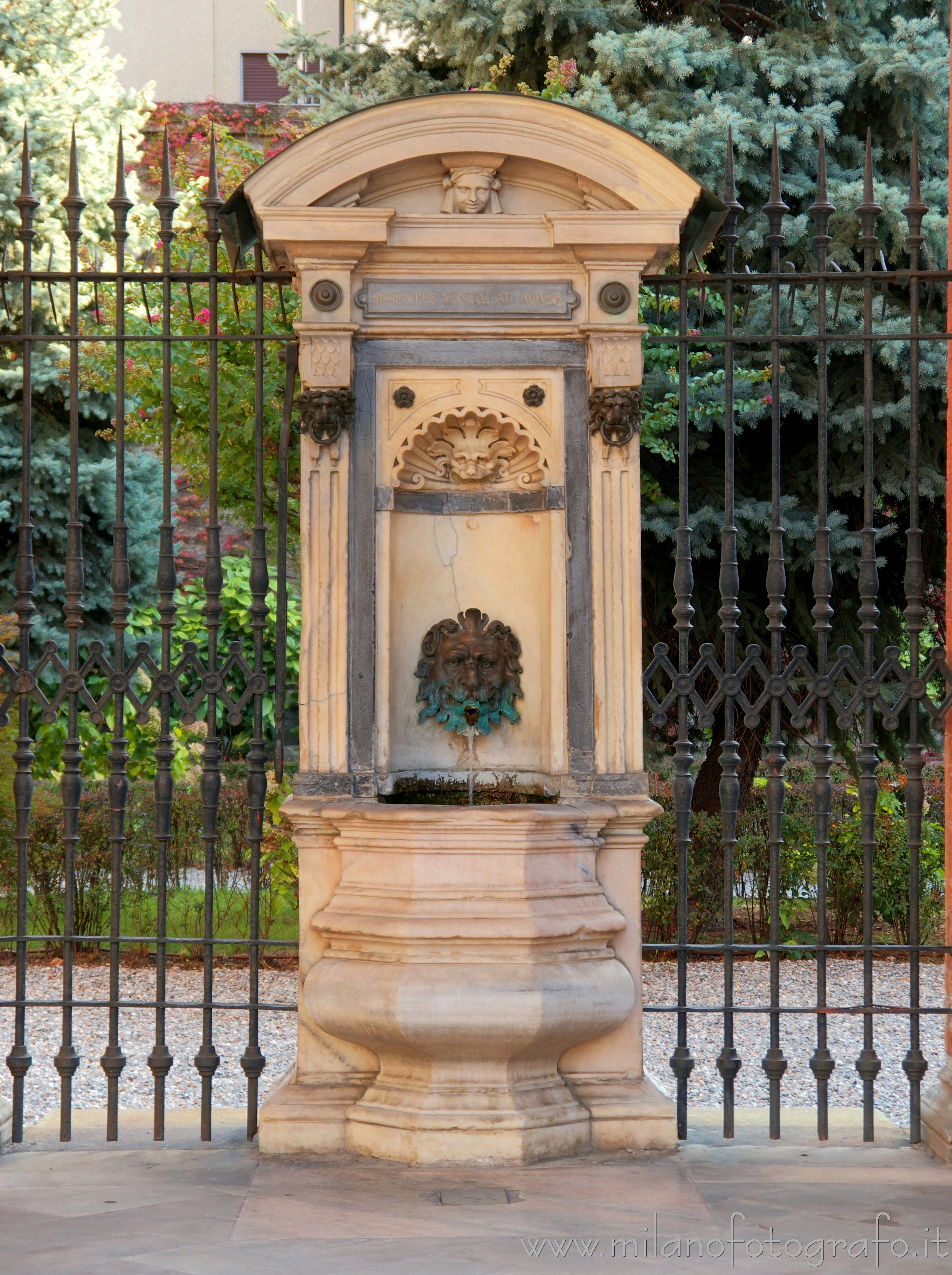 Milan (Italy): Fountain in the quadriporticus of the Church of Santa Maria dei Miracoli - Milan (Italy)