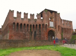 Places  of historical value around Milan (Italy): Fortess of Soncino